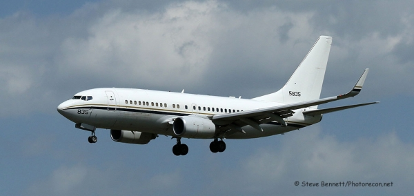 C-40 Clipper (Boeing-737), USN #16-5835, Convoy VIP Transport, at Pease (5678)